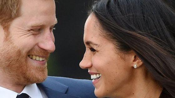 내년 5월 윈저궁의 세인트 조지 성당에서 결혼식을 올리는 해리 왕자와 메건 마클. 조지 성당은 해리 왕자가 어머니 다이애나의 품에 안겨 세례를 받은 곳이다.
