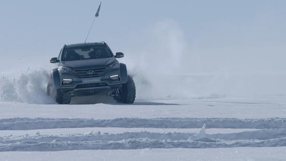 현대자동차, 글로벌 브랜드 캠페인 'Shackleton's return'의 일환으로 싼타페가 남극을 횡단하고 있다. [현대차]