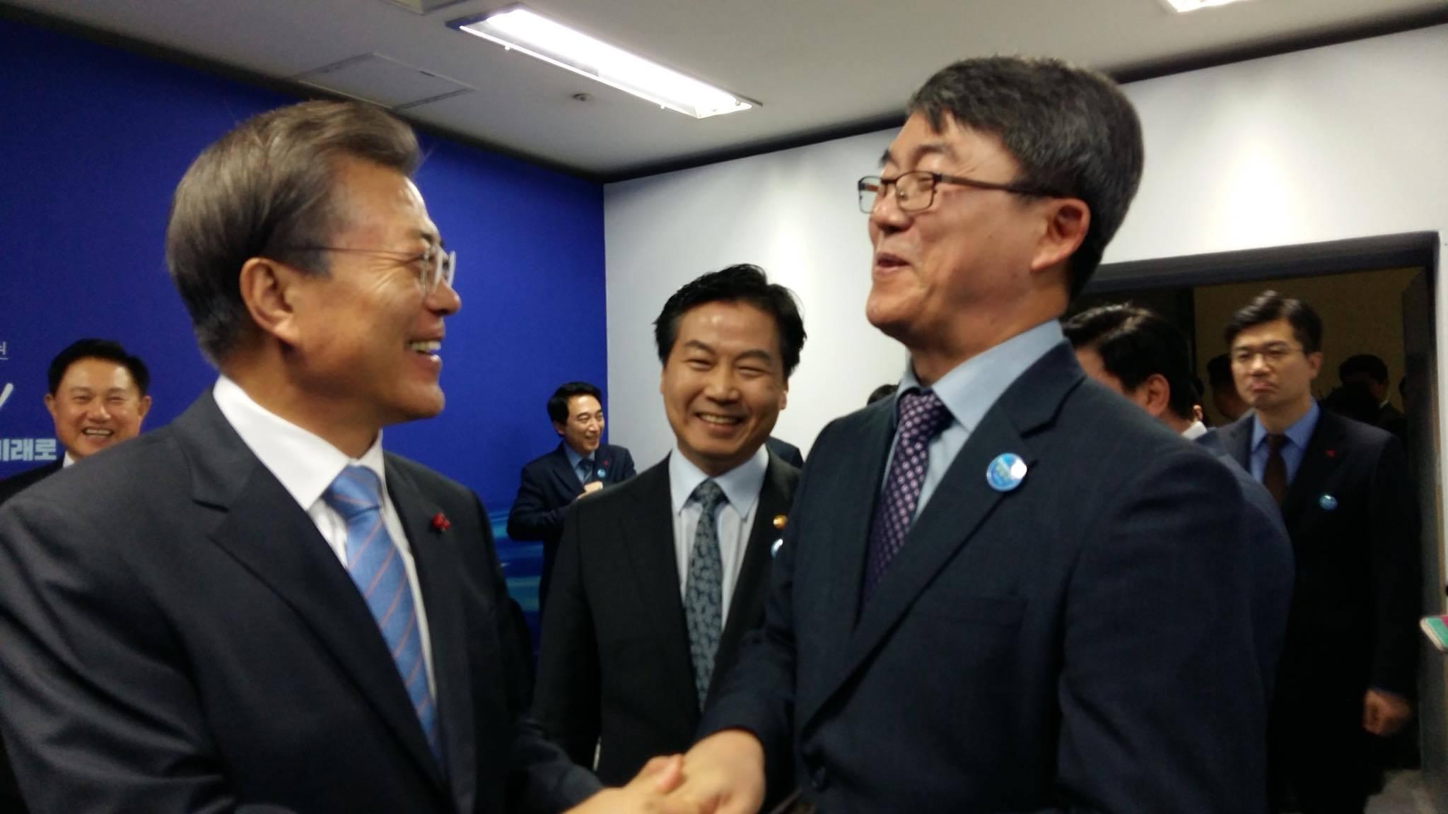 문재인 대통령(왼쪽)과 유석영 대표. [사진 유석영 대표 페이스북]