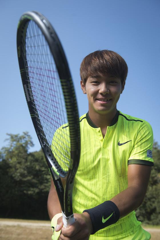 4일 오후 서울시 노원구 한국스포츠개발원에서 청각장애를 가지고 있는 테니스 유망주 이덕희 선수가 포즈를 취하고 있다. 우상조 기자