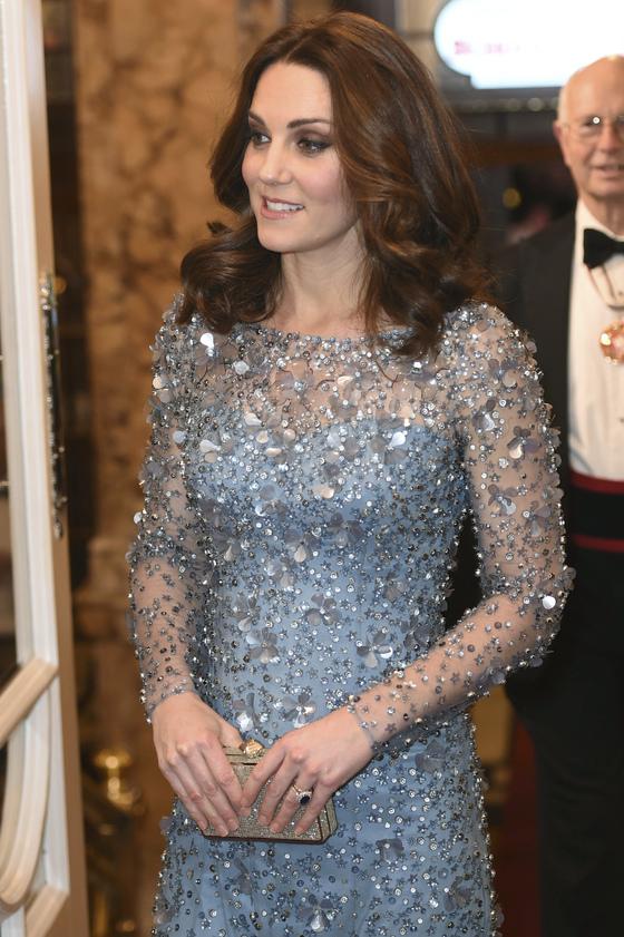 캐서린 영국 왕세손빈 역시 아무리 화려한 옷을 입어도 손톱만큼은 늘 단정하게 정돈만 한다, 색감있는 네일은 바르지 않는다. [AP=연합뉴스]