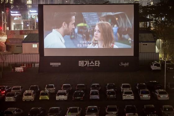 세상에 없던 특별한 영화제, '메가스타 페스티벌' 드라이브 인 시네마