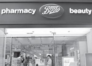 서울 부츠 명동점. 고급 화장품까지 취급하는 백화점 같은 H&B숍을 표방한다. [중앙포토]