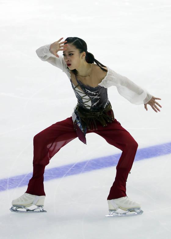 3일 목동실내빙상장에서 열린 2018 평창동계올림픽 피겨스케이팅 대표선발전 여자부 프리스케이팅에서 유영이 연기하고 있다.   유영이 종합 1위를 기록했다. [연합뉴스]