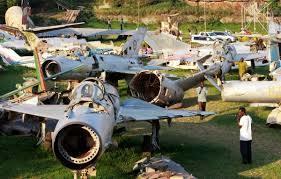 이스라엘의 엔테베 작전 뒤의 우간다 엔테베 공항 모습. 우간다 공군 소속 소련제 미그기가 남김 없이 파괴됐다. 모사드는 미리 공항 지도와 구출 수송기를 해칠 수 있는 전투기 상황을 파악했을 뿐 아니라 항로상 국가들과의 협상도 맡았다. [중앙포토]