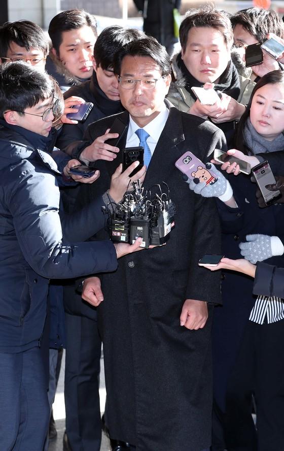 김태효 전 청와대 대외전략비서관이 5일 서울 서초동 서울중앙지검에 도착해 취재진 질문을 받고 있다. 박종근 기자