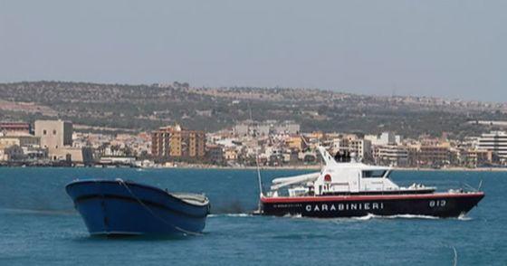 불법체류 노동자 단속을 피하기 위해 아프리카 선원을 바다에 떼민 비정한 선장이 구속됐다. 사진은 이탈리아 남부 바다의 풍경. 사진과 기사 내용은 관련이 없습니다. [사진 연합뉴스]