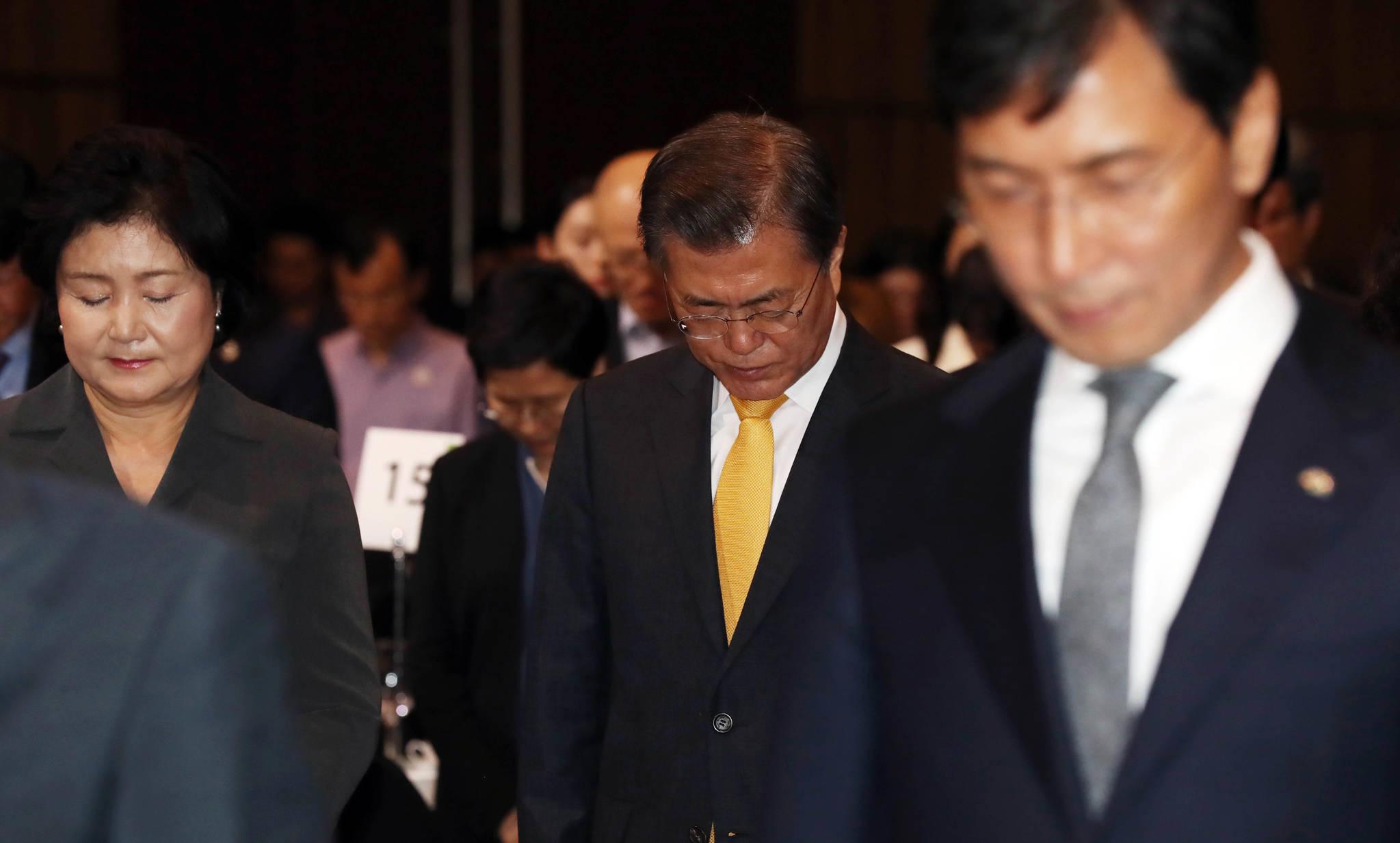 문재인 대통령 내외가 9월 26일 63빌딩 컨벤션센터에서 열린 10.4 남북 공동선언 10주년 기념식에서 묵념을 하고 있다. 청와대사진기자단