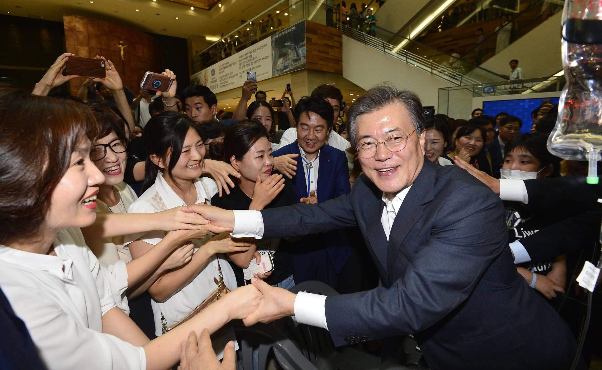 8월 9일 서울성모병원에서 문재인 대통령은 건강보험 보장강화 정책을 발표했다.청와대사진기자단