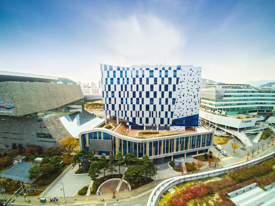 부산 영화·영상산업 발전의 기지 역할을 할 해운대 센텀 혁신지구의 부산 영상산업센터. [사진 부산시]