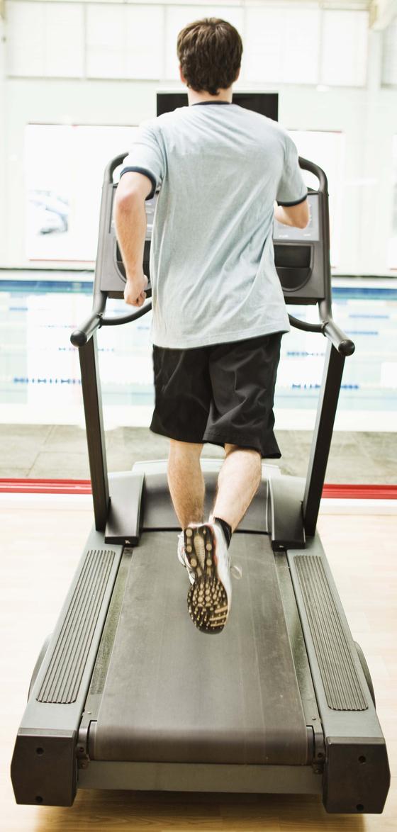 운동량이 적거나 줄면 비알코올성 지방간 발생 위험이 커진다. [중앙포토]