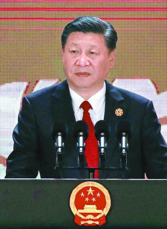 시진핑 중국 국가주석 겸 공산당 총서기 겸 중앙군사위원회 주석이 지난 11월 10일 베트남 다낭에서 열린 아시아태평양 경제공동체(APEC) 정상회의에서 연설하고 있다. [AFP=연합뉴스]