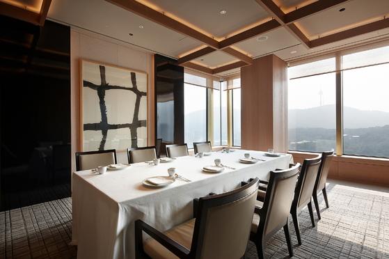 한국 레스토랑중 최고 점수(92점)을 받으며 '라 리스트 2018' 톱 500에 이름을 올린 '라연'. [사진 서울신라호텔]