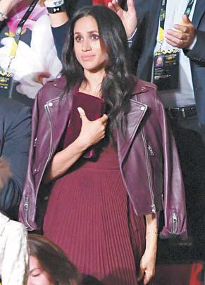 지난 9월 '인빅터스 게임' 행사에서는 캐나다 브랜드인 매키지 재킷과 아리치아의 드레스를 택했다.