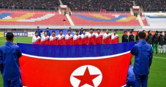지난 4월 북한 김일성경기장에서 열린 홍콩과 북한 여자축구선수팀과의 경기 모습.[사진 공동취재단]