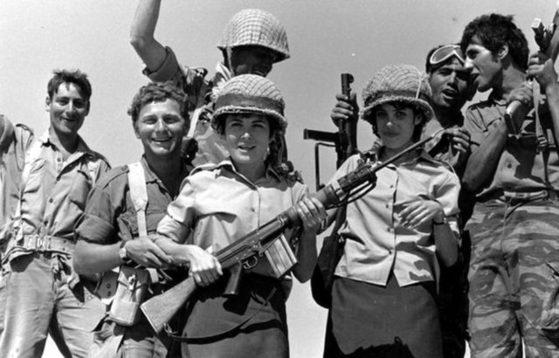 제1차 중동 전쟁 당시 이스라엘 사람들. [중앙포토]