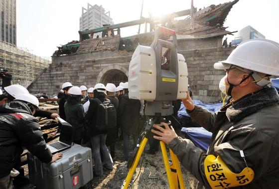 문화재 수리 관련 자료사진. 2008년 2월 화재로 소실된 숭례문 복원 공사 현장. 기사 내용과 관련 없음. [중앙포토]