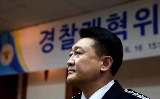 지난 6월 경찰개혁위원회 발족식에 참석한 이철성 경찰청장. 박종근 기자