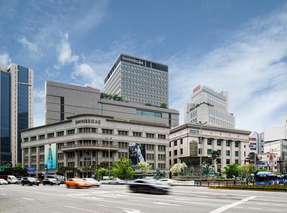 신세계그룹이 대기업 처음으로 주35시간 근무제를 도입한다고 8일 발표했다. 사진은 서울 중구 신세계 백화점 본점 외관.                                    [사진 신세계 그룹]