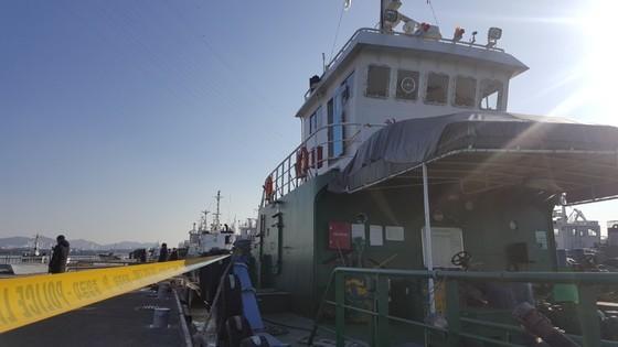 8일 오전 인천 북항부두에 정박된 급유선 명진15호. 최모란 기자