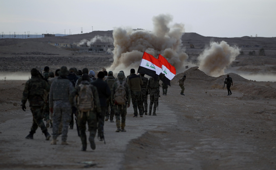 """이라크, """"IS 완전히 몰아냈다"""" 승전 선언"""