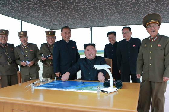 """북한이 노동당 기관지 노동신문을 통해 미국 등의 해상봉쇄 주장을 """"선전포고""""라며 """"수수방관하지 않을 것""""이라고 위협했다. [연합뉴스]"""