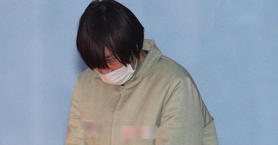 11일 이재용 삼성전자 부회장 공판에 증인으로 참석한 장시호 씨가 호송차에 오르고 있다. [사진 뉴스1]