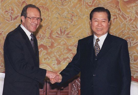 1998년 12월 김대중 대통령(오른쪽)을 예방 한 윌리엄 페리 전 미국 대북정책 조정관. [중앙포토]
