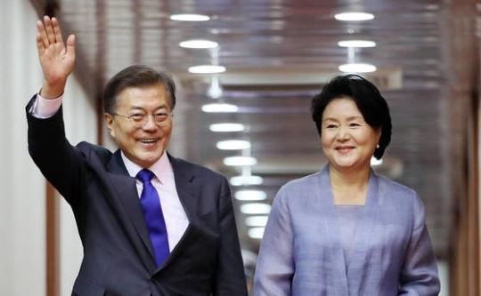 문재인 대통령(왼쪽)과 부인 김정숙 여사. [연합뉴스]