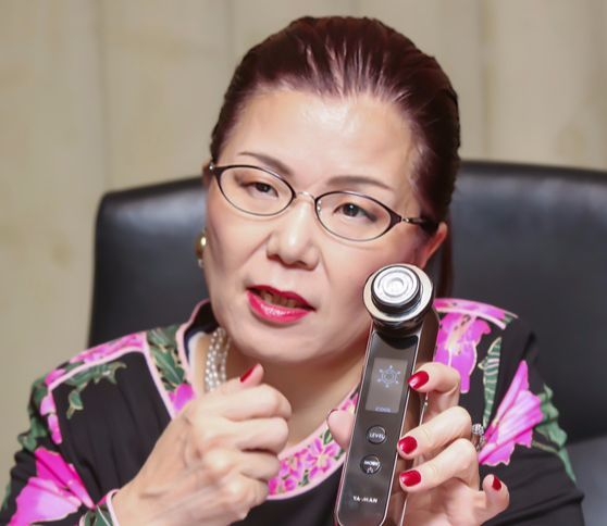 """야마자키 키미요 대표는 '매일 집에서 잠시라도 피부관리하는 습관이 중요하다""""고 말했다. [사진 야만]"""