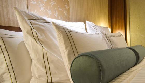 호텔 방을 저렴하게 예약할 수 있는 경매 사이트가 인기다. 미국계 여행 사이트를 통해 온라인 호텔 경매에 참가할 수 있다.