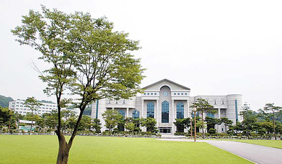 신안산대는 4년 연속 특성화 전문대학으로 선정됐다. 인성을 중시하는 대학이다.