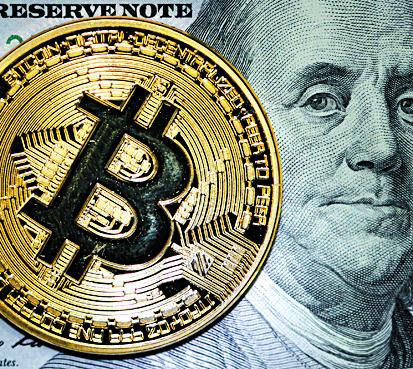화폐와 비트코인.  [사진제공=Alexander Demianchuk] ST PETERSBURG, RUSSIA - SEPTEMBER 26, 2017: A Bitcoin cryptocurrency souvenir coin. [사진제공=Alexander Demianchuk]