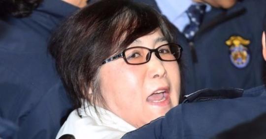 국정 농단 사건으로 1년째 재판을 받고 있는 최순실씨. 김성룡 기자