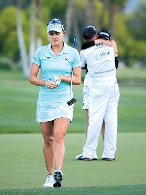 지난 4월 LPGA ANA 인스퍼레이션에서 연장 끝에 유소연에게 패한 렉시 톰슨. 당시 눈물을 흘린 톰슨 때문에 동정론이 일어 시청자 제보가 금지되고 스코어카드 오기에 대한 벌타가 없어졌다. [중앙포토]