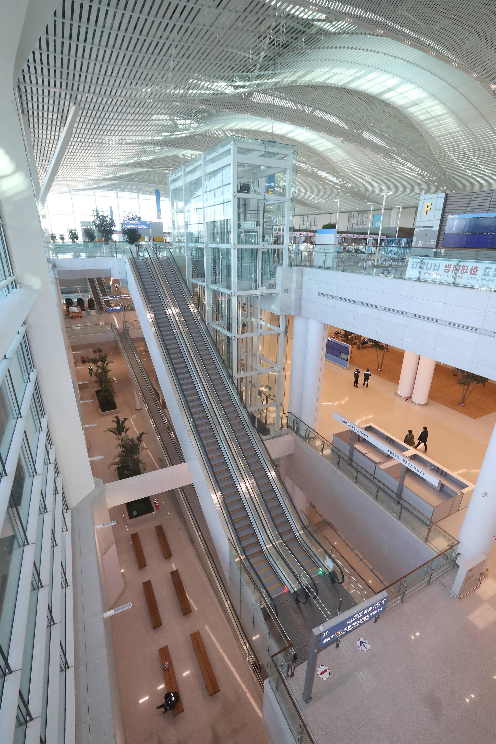 내년 1월 18일 개장하는 인천공항 제2여객터미널 입국장 전경. 우상조 기자