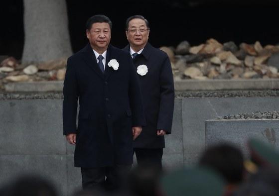 13일 장쑤성 난징에서 열린 난징대학살 80주년 추모식에 참석한 시진핑 중국 국가주석(왼쪽). [EPA=연합뉴스]