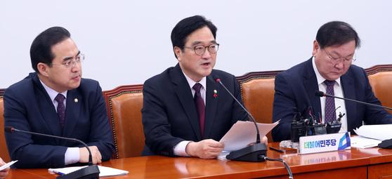 우원식 더불어민주당 원내대표가 14일 오전 국회에서 열린 정책조정회의에 참석해 모두발언을 하고 있다. 박종근 기자