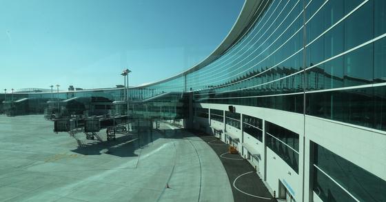 각종 시설 공사를 마무리하며 내년 1월 18일 개장을 기다리는 인천공항 제2여객터미널 자료사진. [연합뉴스]