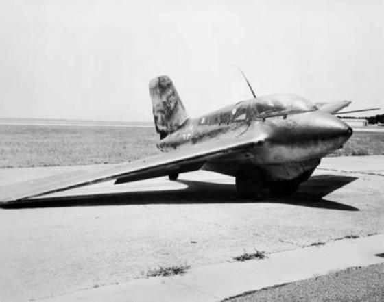 임무를 마치고 착륙한 직후의 Me 163. 안정성이 나빠 정작 독일 조종사들이 탑승을 두려워했다. [사진 wikipedia.org]
