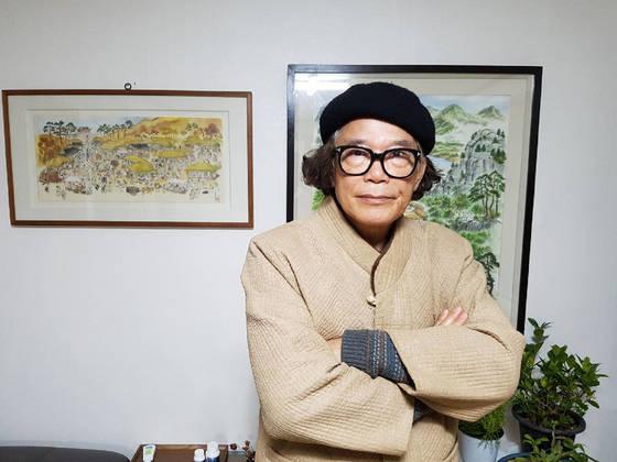 만화영화 '로보트 태권V'를 연출한 김청기 감독이 경북 상주에 있는 자택에 서 있다. [연합뉴스]