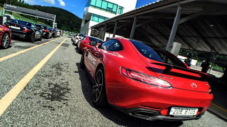 피트레인에 주행을 앞둔 차량들이 대기중이다. 박상욱 기자
