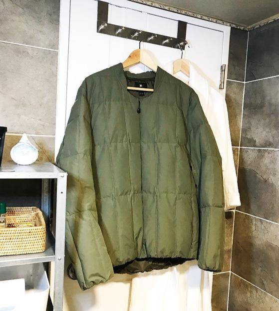 샤워할 때 욕실 안에 옷을 걸어 놓아 습기를 머금게 해도 된다.