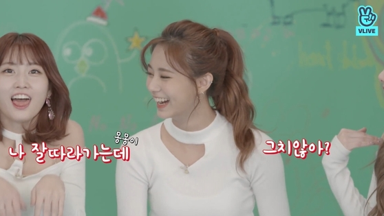 """Momo: """"But I listen to other people very well."""" [TWICE on V LIVE]"""