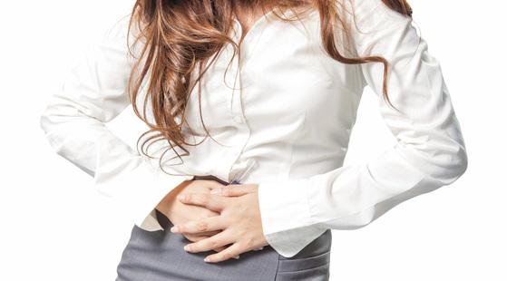 여성들이 생리용품 관련 이슈에 민감한 이유는 생리기간 매우 힘들기 때문이다. [중앙포토]