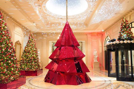 포시즌스 호텔 조르주 V ( 파리 ) 호텔의 크리스마스 트리.
