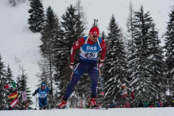 16일 프랑스 안시-르 그랑 보르낭에서 열린 바이애슬론 3차 월드컵 남자 10km 스프린트에서 역주하는 티모페이 랍신. [사진 대한바이애슬론연맹]