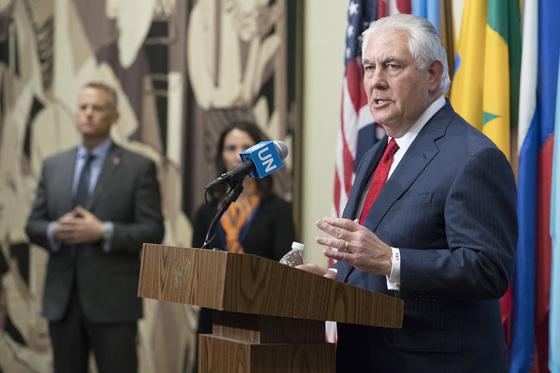 렉스 틸러슨 미 국무장관이 15일 유엔 안보리 회이 이후 기자회견을 하고 있다. [AP=연합뉴스]