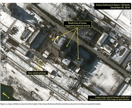 영변 원자로 추정되는 건물이 포착된 인공위성 사진[중앙포토]