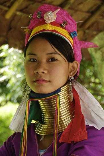 태국에는 약 95만 명의 고산족이 있다. 고산족 중 45%는 긴 목을 자랑하는 카렌족이다.